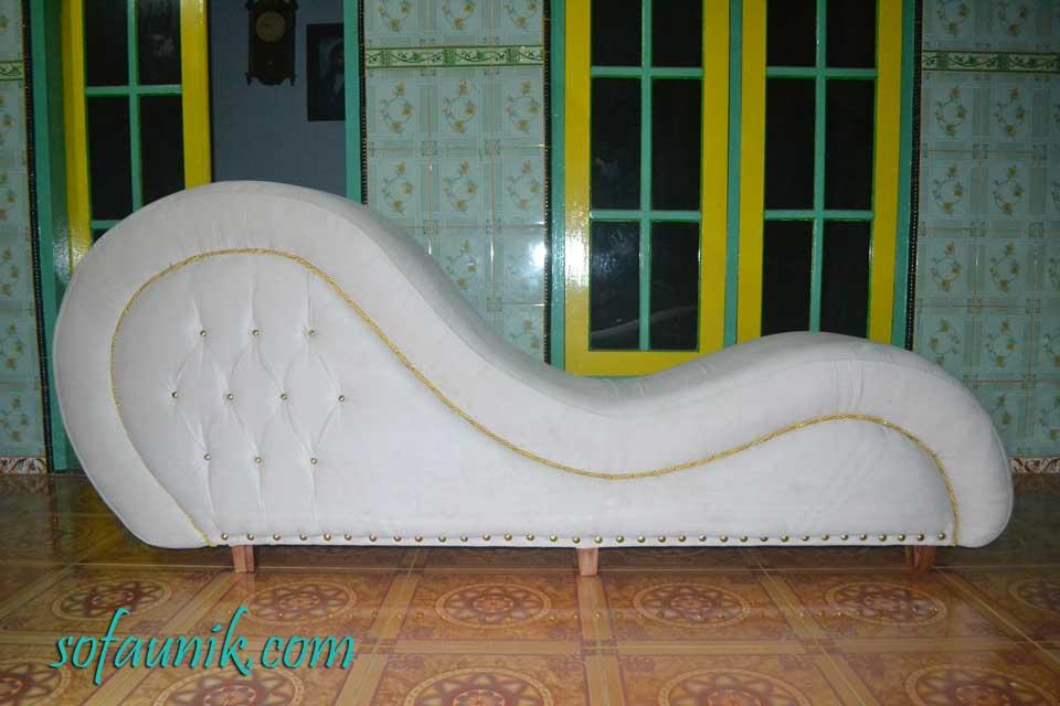 Sofa cinta archives sofa unik sofa tantra sofa for Hotels with sex furniture